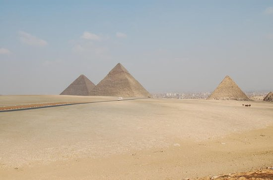 Pyramids and Egyptian musuem excursion
