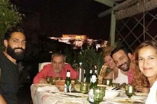Cena greca con vista sull'Acropoli
