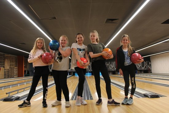 General Public Melbourne: Bowling chickys