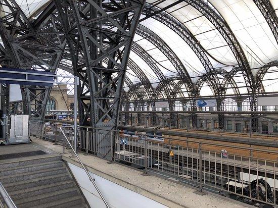 Dresden Central Railway Station: Dresden Hauptbahnhof