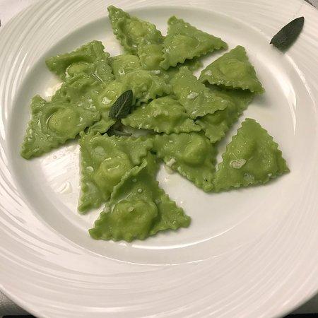 Farini, Italie : Tortelli verdi di patate con burro e salvia