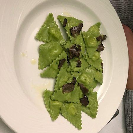 Farini, Italie : Tortelli verdi di patate con tartufo