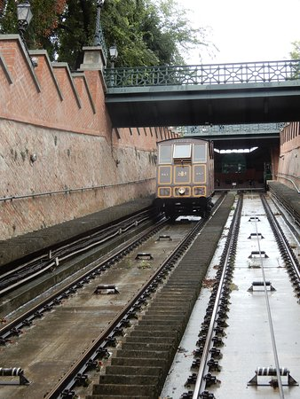 Будайский фуникулёр Шикло: View going up with two walkways over the line shown