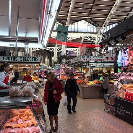 Mercado tipico spagnolo in una struttura stile valenciano