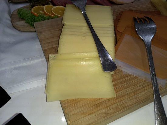 Inntørket og svette oster preget frokosten.