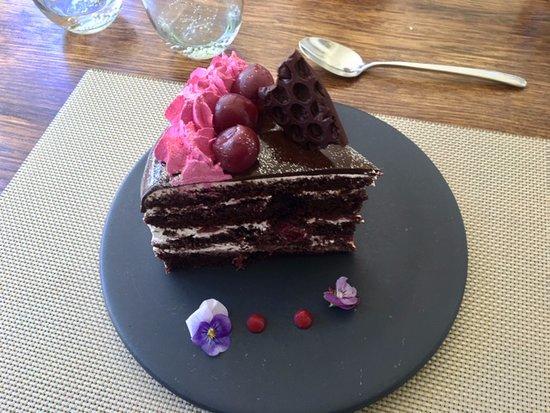 La Petite Ferme: Black-forest Cake