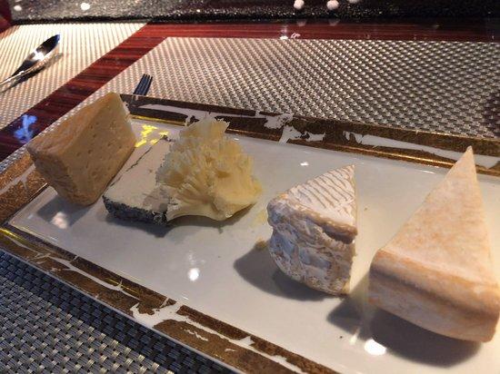 L'Atelier De Joel Robuchon Saint-Germain: チーズ盛り合わせ