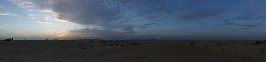 Dubai: Sunset Camel Trek & Red Dunes Safari with BBQ at Al Khayma Camp: Sunset in the desert