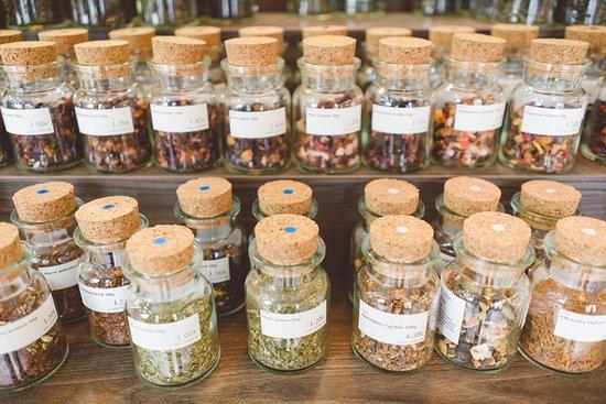 Sypané čaje rôzneho druhu.