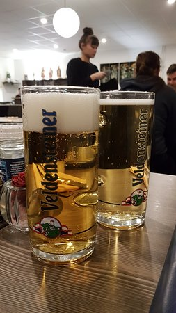 Wendelstein, Alemanha: Veldensteiner Bier im Ausschank