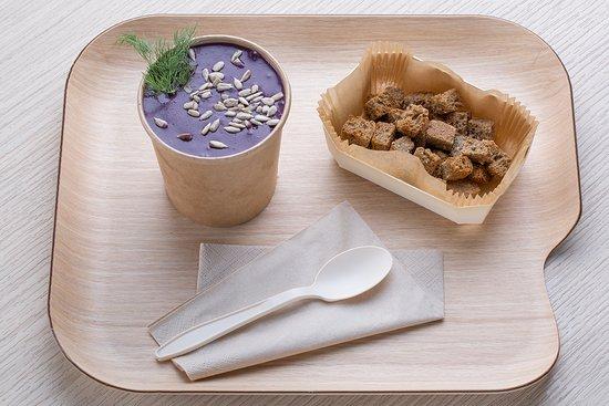 Me.nu (Tortona): Ogni giorno zuppe e creme create con verdure di stagione.