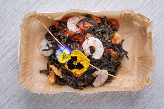 Me.nu (Tortona): Spaghetti al nero di seppia con code di gambero