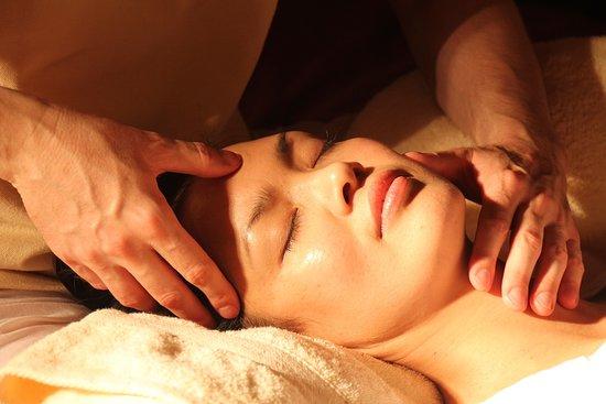 Besancon, France: Massage du visage