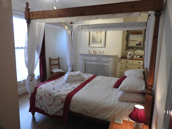 Our beautiful four poster bedroom popular for that occasion that needs to be celebrated.