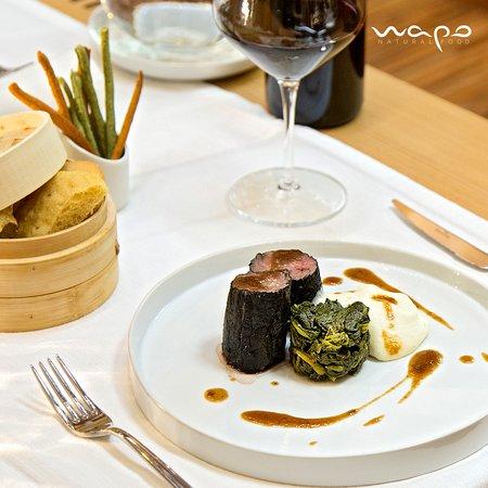 Wapo Natural Food: TIEPIDA NOBILTÀ Filetto di scottona con spuma di patate novelle, purea di melanzane essiccate e friarielli al vapore