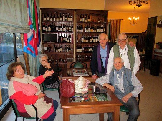 Santa Vittoria d'Alba, Italy: Sala bar