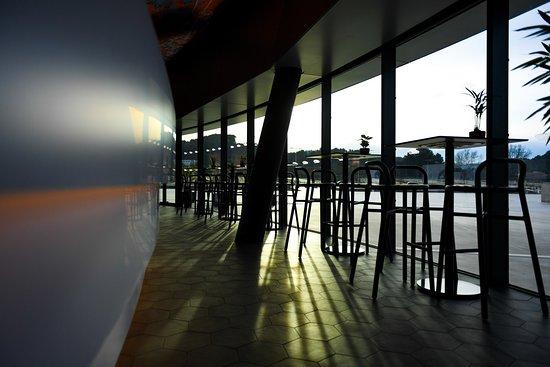 Экс-ан-Прованс, Франция: Couché de soleil sur les vitres du restaurant Victoire