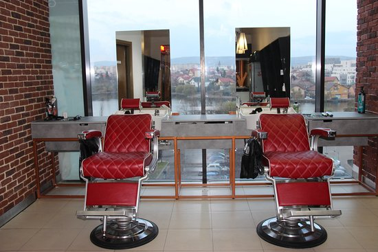GETT'S MEN - Barber shop Iulius Mall Cluj: GETT'S MEN _ Barber_shop_Iulius_Mall_Cluj_reclined _chairs_01