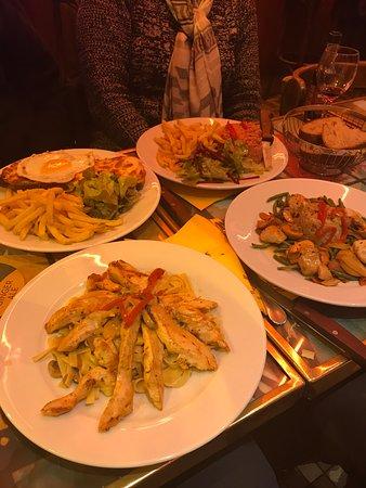 Au Dernier Metro: Our groups dinners