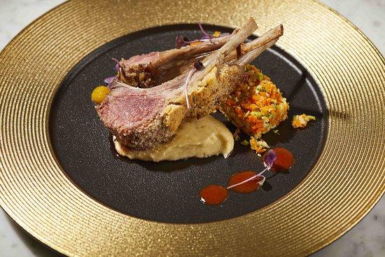 Equus Restaurant: Lomo de cordero en costra de almendras y romero, puré de maíz y cous-cous de verdura