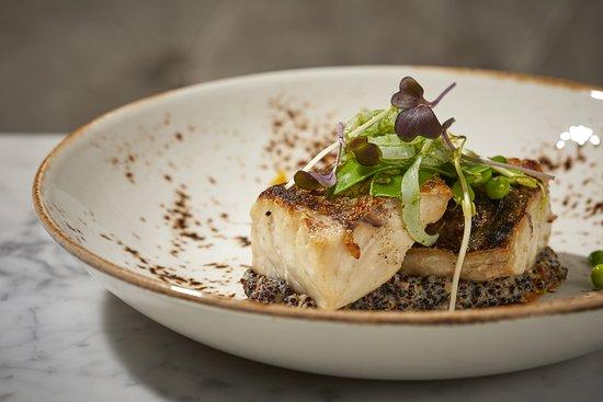 Equus Restaurant: Corvina con meloso de quinoa, tallarines de calamar y guisantes