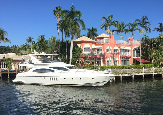 "Fort Lauderdale Daily Sightseeing Cruise ""On the Venice of America."": One of dozens of grand mansions and yachts visible along the New River."