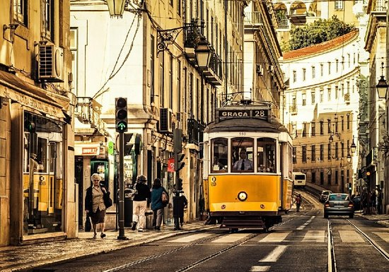 Лиссабон, Португалия: Are you in Lisbon? Full of luggagre to carry? We cant take care of it! Just call us and we will take care of your belongs and also other services. Keep in touch.
