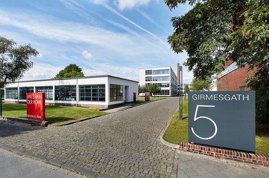 Krefeld, Deutschland: Speditionshaus und HE-Gebäude von Mies van der Rohe der ehemaligen Verseidag von 1931