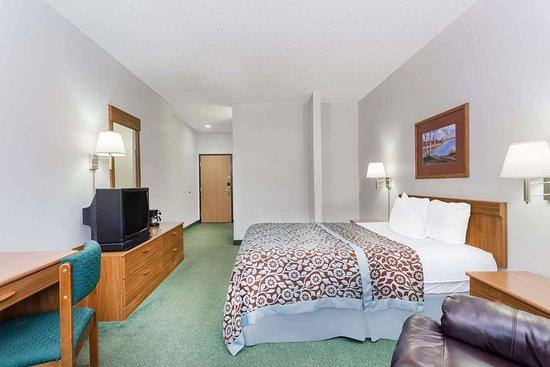 Days Inn by Wyndham Manchester: Guest room