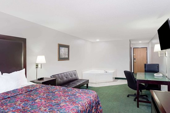 Days Inn by Wyndham Manchester: Guest room