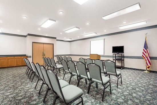 Days Inn by Wyndham Manchester: Meeting Room