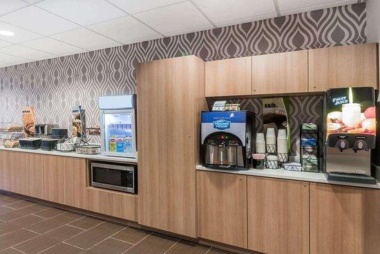 Microtel Inn & Suites Penn Yan Finger Lakes Region: Breakfast Area