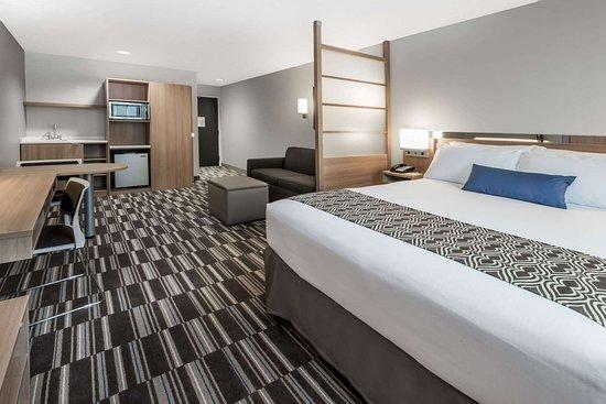 Microtel Inn & Suites Penn Yan Finger Lakes Region: 1 Queen Bed 1 Sofa Bed Suite