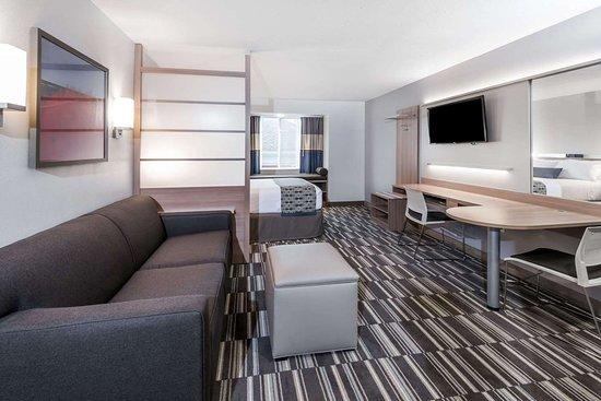 1 Queen Bed 1 Sofa Bed Suite