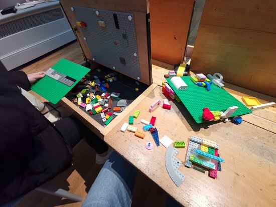 Brighton Museum and Art Gallery: Kids can play with lego upstairs