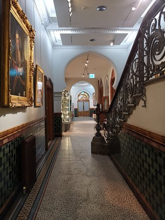 Brighton Museum and Art Gallery: Ground floor hallway