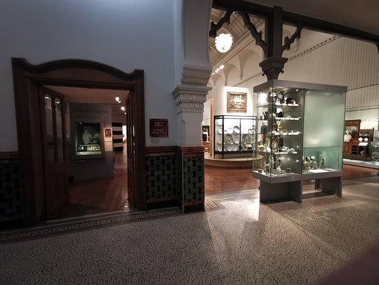 Brighton Museum and Art Gallery: Back of main museum area