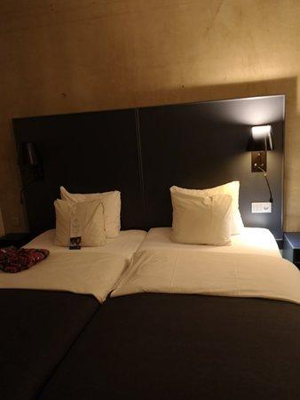 Quality Hotel Friends: Bilder på hotell rummen,utsikten och frukosten.