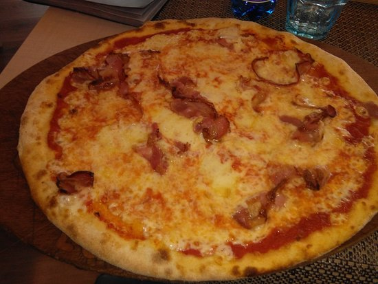 Pizza con pancetta