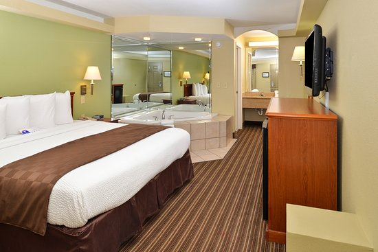 Americas Best Value Inn & Suites-University: One King Bed Jacuzzi Guest Room