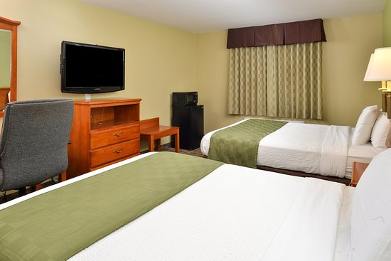 Americas Best Value Inn & Suites-University: Two Queen Bed Suite