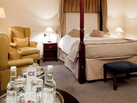 great location and staff poor dated room d cor review of rh tripadvisor ca