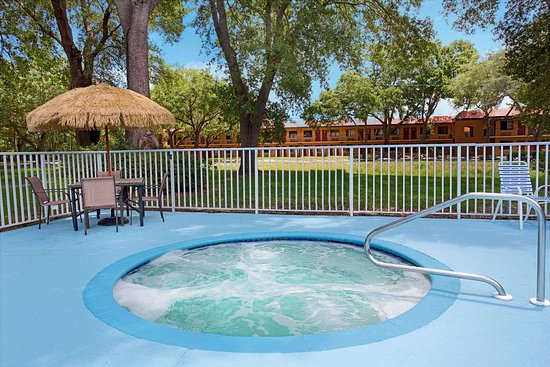 Travelodge Suites by Wyndham East Gate Orange: Pool