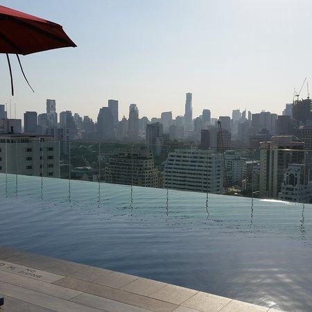 Novotel Bangkok Sukhumvit 4: Autre vue de la piscine