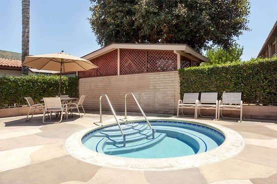 Travelodge by Wyndham Orange County Airport/ Costa Mesa: Pool