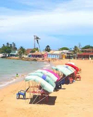 Adicora, Venezuela: Sector El Malecón en la playa de Adícora, área de comercios de ropa, sandalias, trajes de baño entre otros.