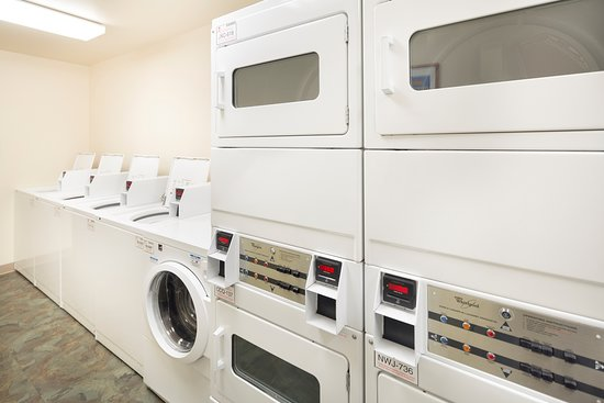 WoodSpring Suites Fort Myers Northeast: Int Guest Laundry