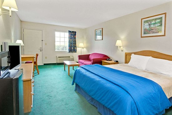 Macclenny, FL: 1 King Bed Suite
