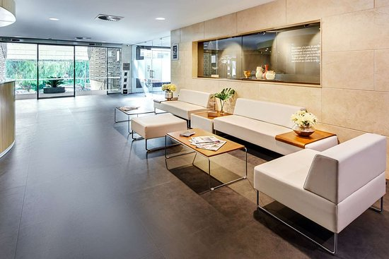 Sercotel Gran Hotel Zurbaran Badajoz: Spacious lobby with sitting area