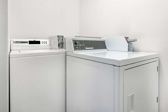 Super 8 by Wyndham Willits : Laundry